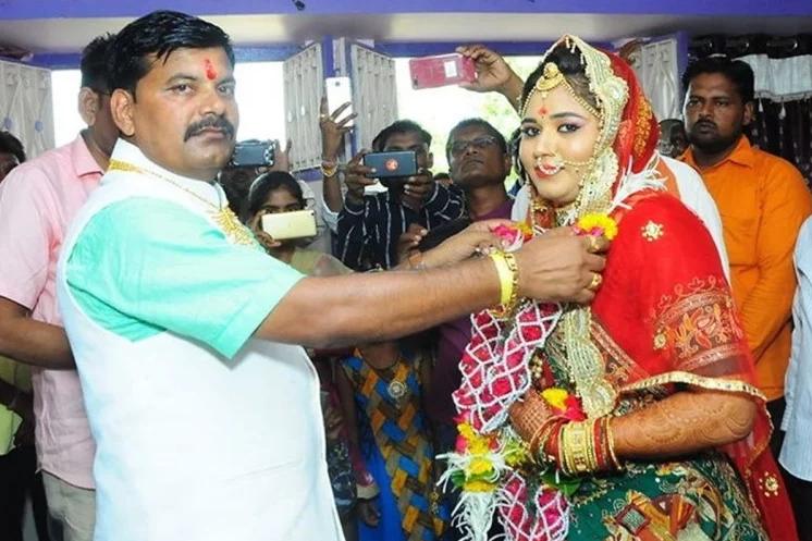45 साल के भाजपा नेता ने 27 साल की कार्यकर्ता से रचाई तीसरी शादी