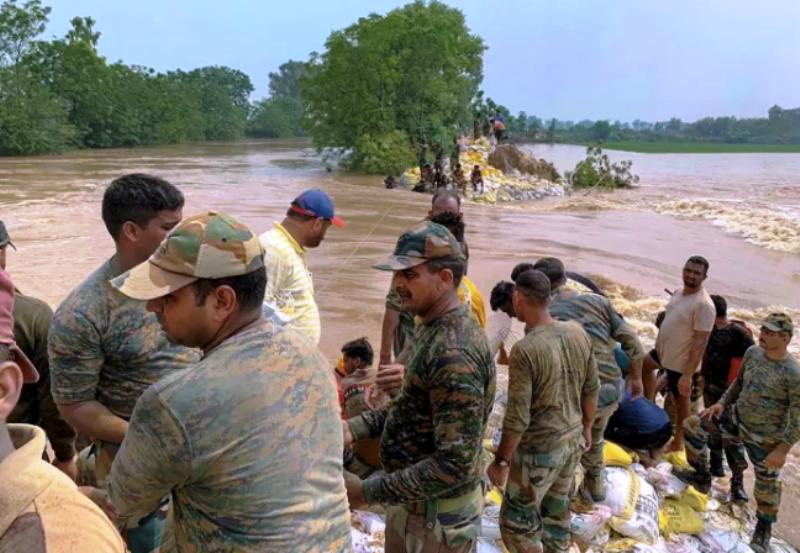 बिहार और असम में जारी है बाढ़ का प्रकोप