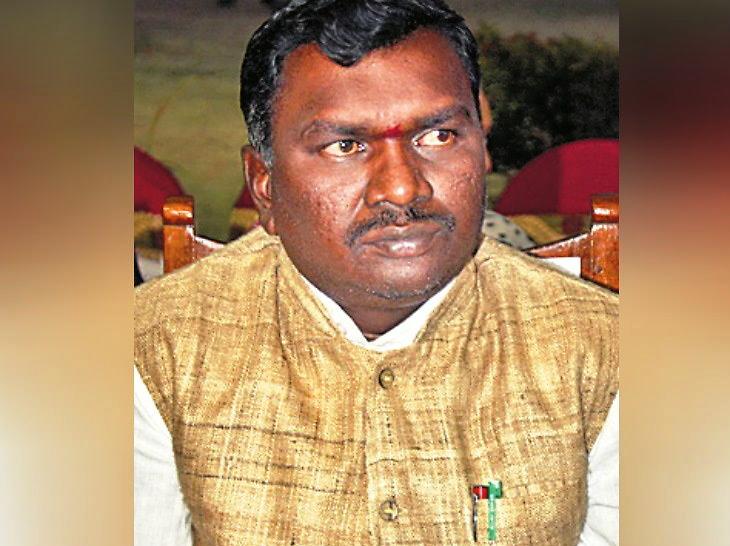 पूर्व डीजीपी की पत्नी सहित सरकारी जमीन बेचने वाला आमाेद लापता