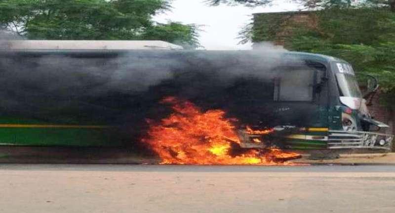 बिहार में बड़ा हादसा- धू-धूकर जली यात्री बस