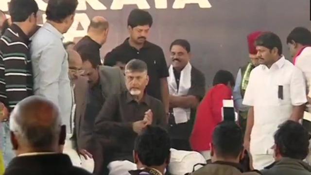 PM मोदी को चंद्रबाबू नायडू की चुनौती, दिल्ली में शुरू की भूख हड़ताल