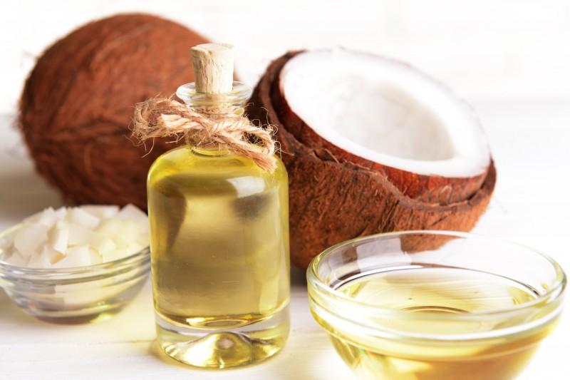 नारियल का तेल आपके त्वचा के लिए है वरदान