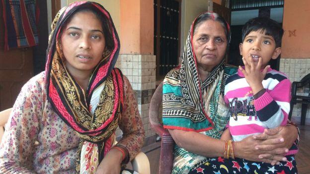 पुलवामा में मारे गए जवान के परिवार का मोदी सरकार से सवाल