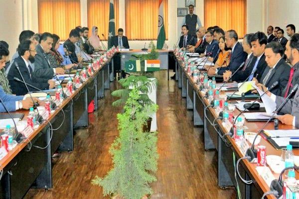 करतारपुर कॉरिडोर : भारत-पाक की बैठक जारी, यह द्विपक्षीय वार्ता की बहाली नहीं