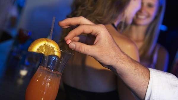 कोल्ड ड्रिंक में नशीली दवा पिलाकर किया सामूहिक दुष्कर्म