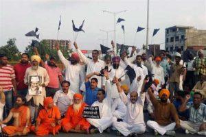 Black flags shown to Arvind Kejriwal in Punjab