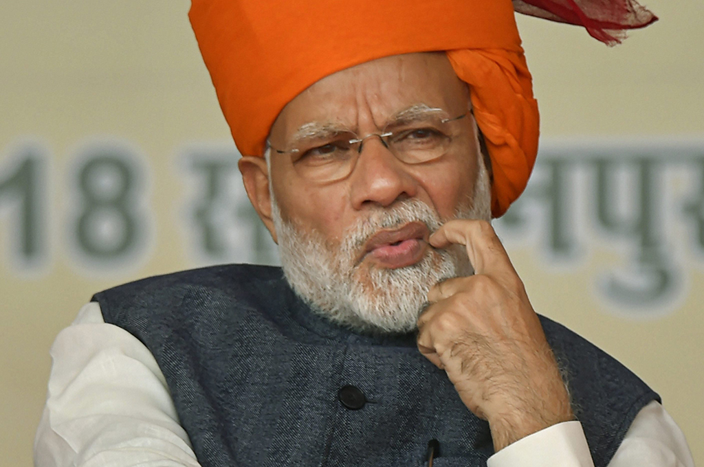 क्या नरेंद्र मोदी पर उनकी 'चतुराई' भारी पड़ रही है?