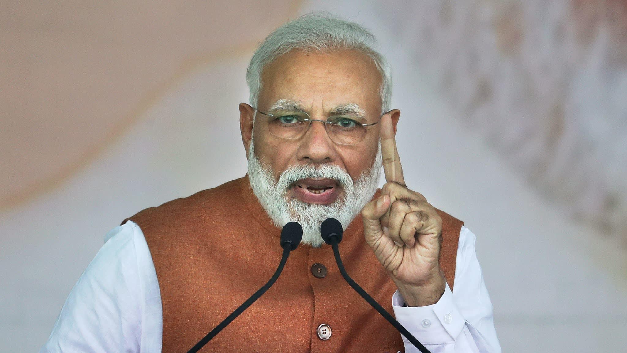 मोदी के खिलाफ बयान और मोदी के विवादित बयान