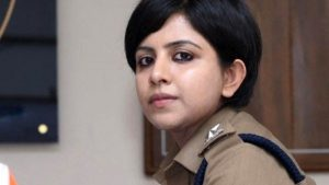 महिला अफसर ने रेपिस्ट को पकड़कर भारत लाई